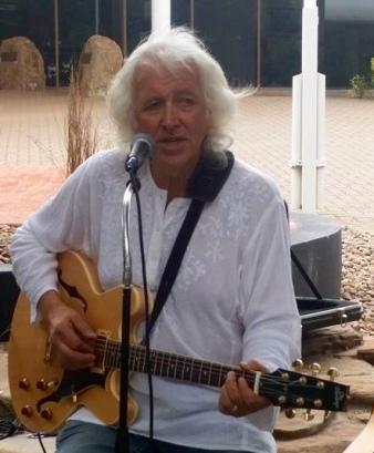Roddy Gordon - Vocals/Guitar