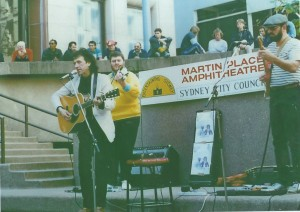 Martin Plaza Sydney, 1987. Roddy Gordon - Guitar/Vocals. Paul Wiseman - Guitar. Ray - Fiddle